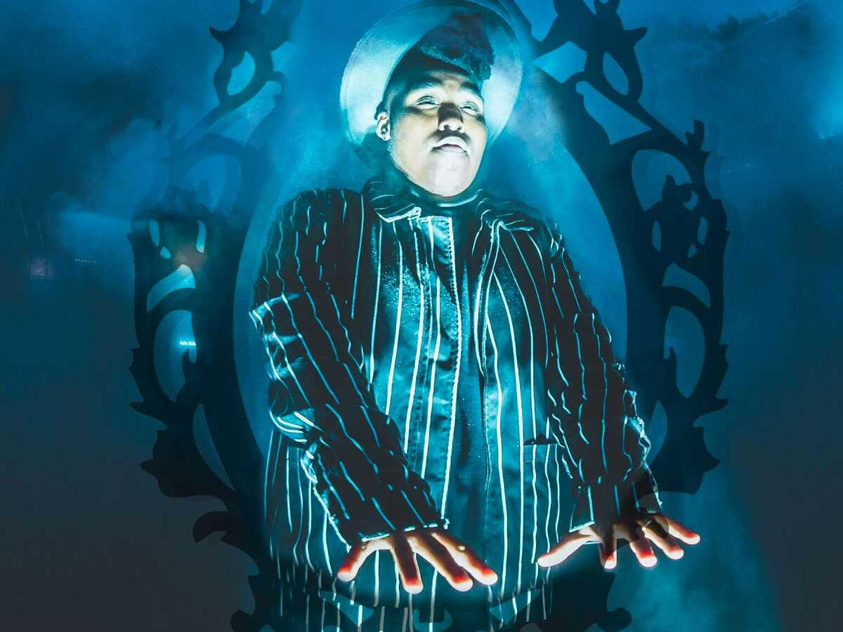 Billy Dean Thomas, self-styled 'Queer B.I.G.', Brings 'American Gothic' to Oberon