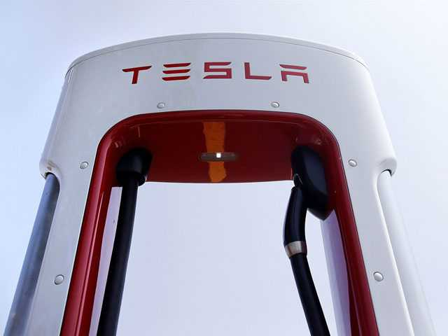 Florida Man Sues Tesla Over Autopilot Feature, Crash