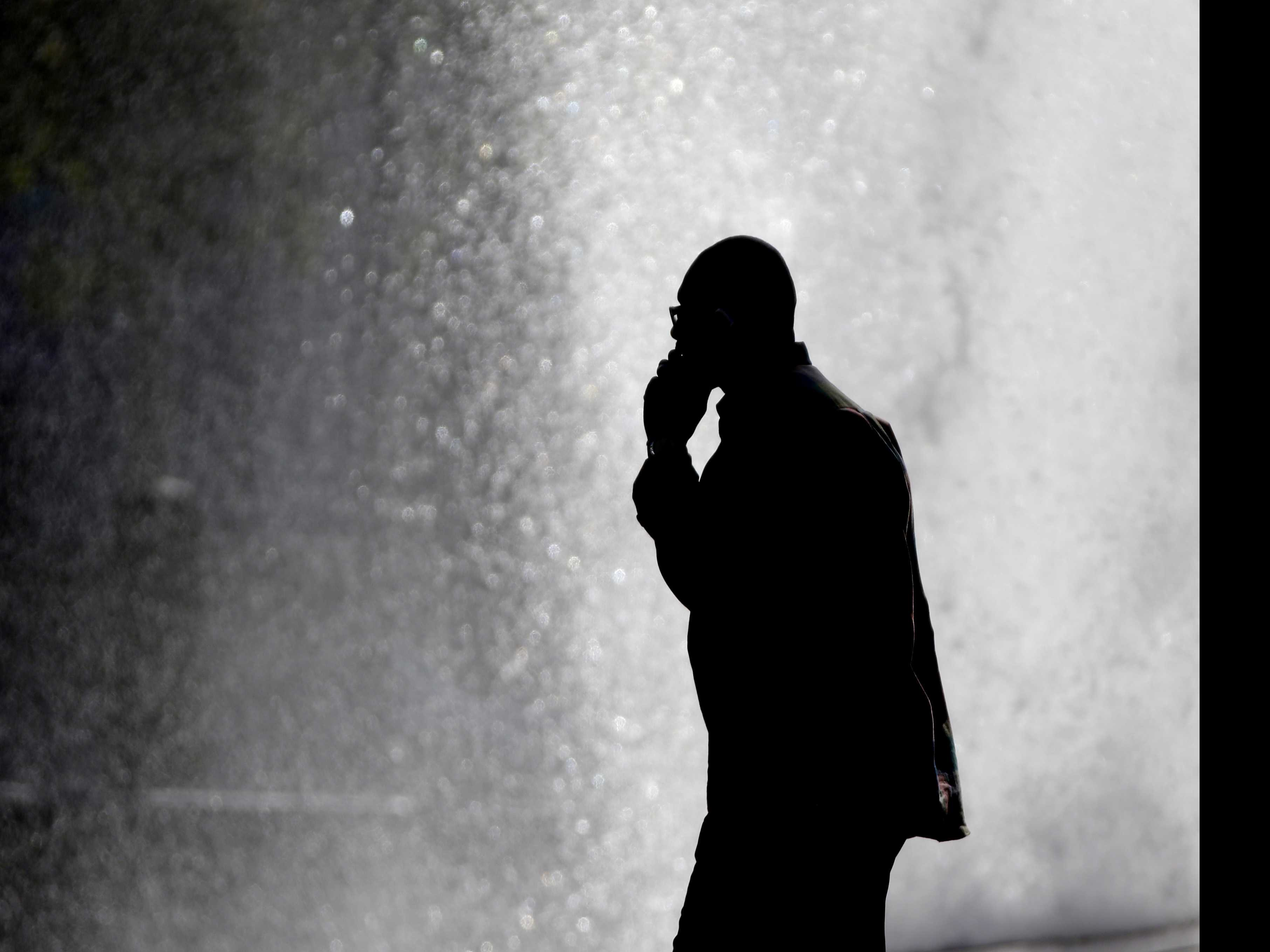 Cross Talk: Federal Agencies Clash on Cellphone Cancer Risk