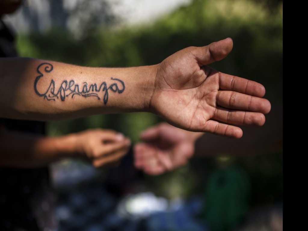 Caravan Artist Tattoos Loved Ones' Names for Fellow Migrants