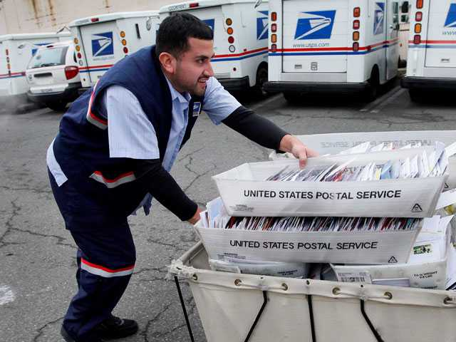 Trump Task Force Recommends Ways to Boost Postal Service