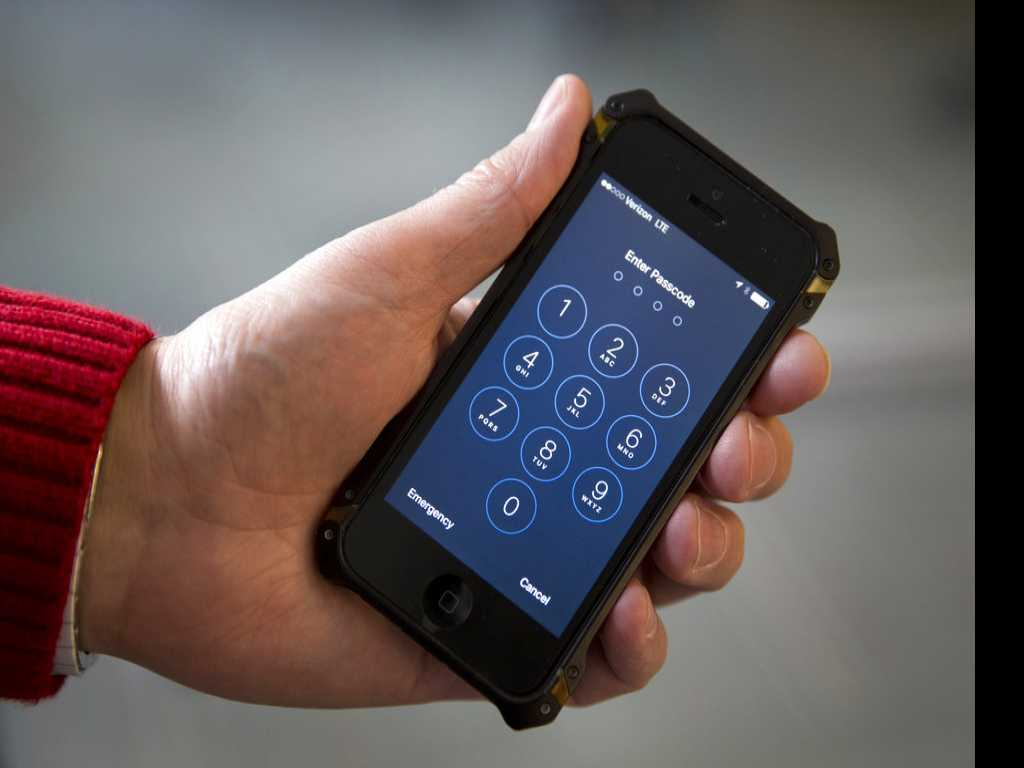 Custom Officers Searching More Travelers' Electronic Devices