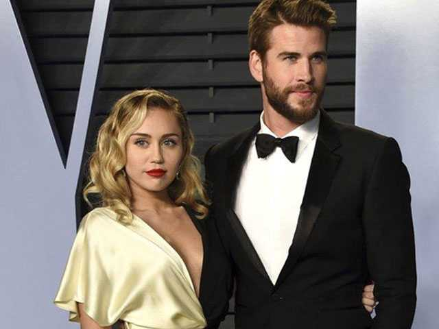 PopUps: Miley Cyrus is Very Happy with Liam Hemsworth's...Area