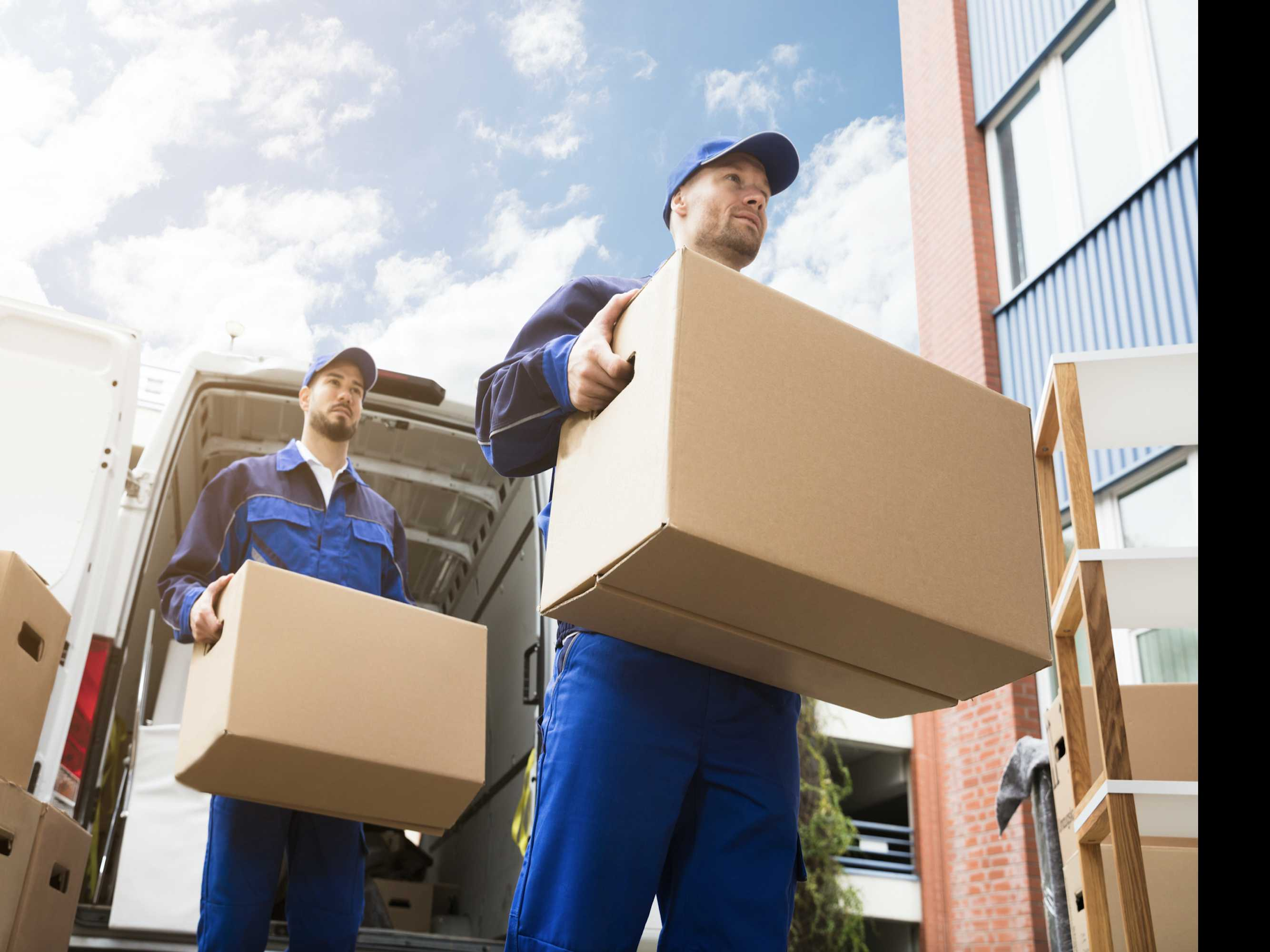Pros and Cons of Hiring Movers