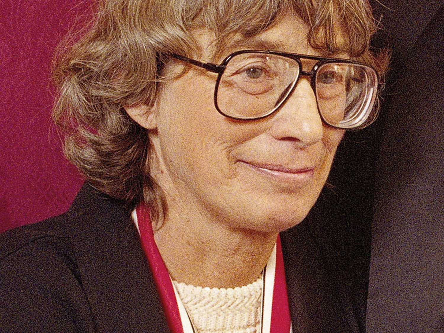 Pulitzer Prize-Winning Poet Mary Oliver Dies at 83