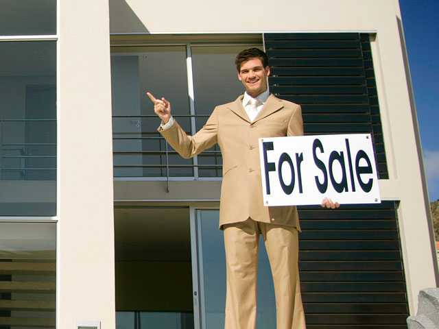 Falling Home Sales Not Helping Middle-Class Buyers