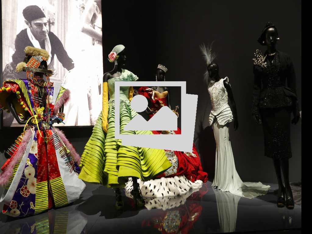 20 Looks From V&A Museum's Dior Exhibit