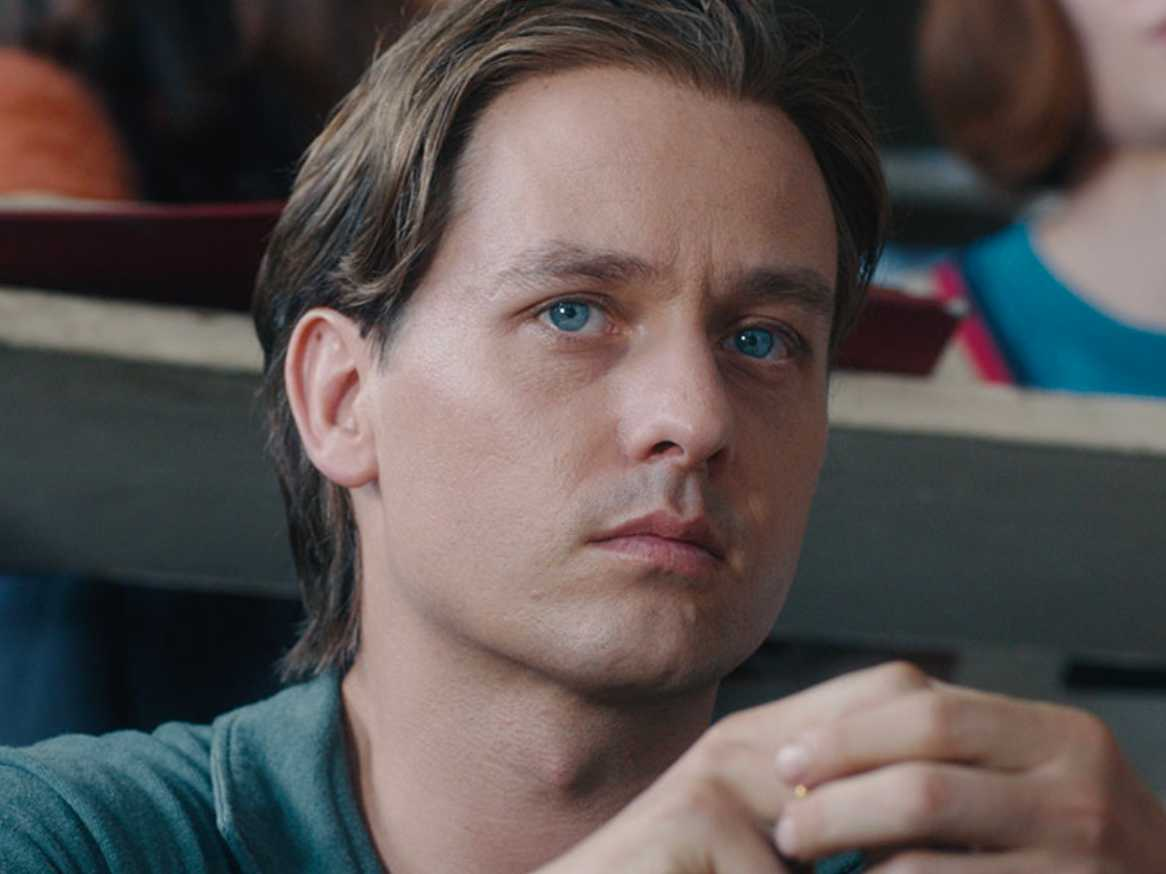 Review :: Never Look Away