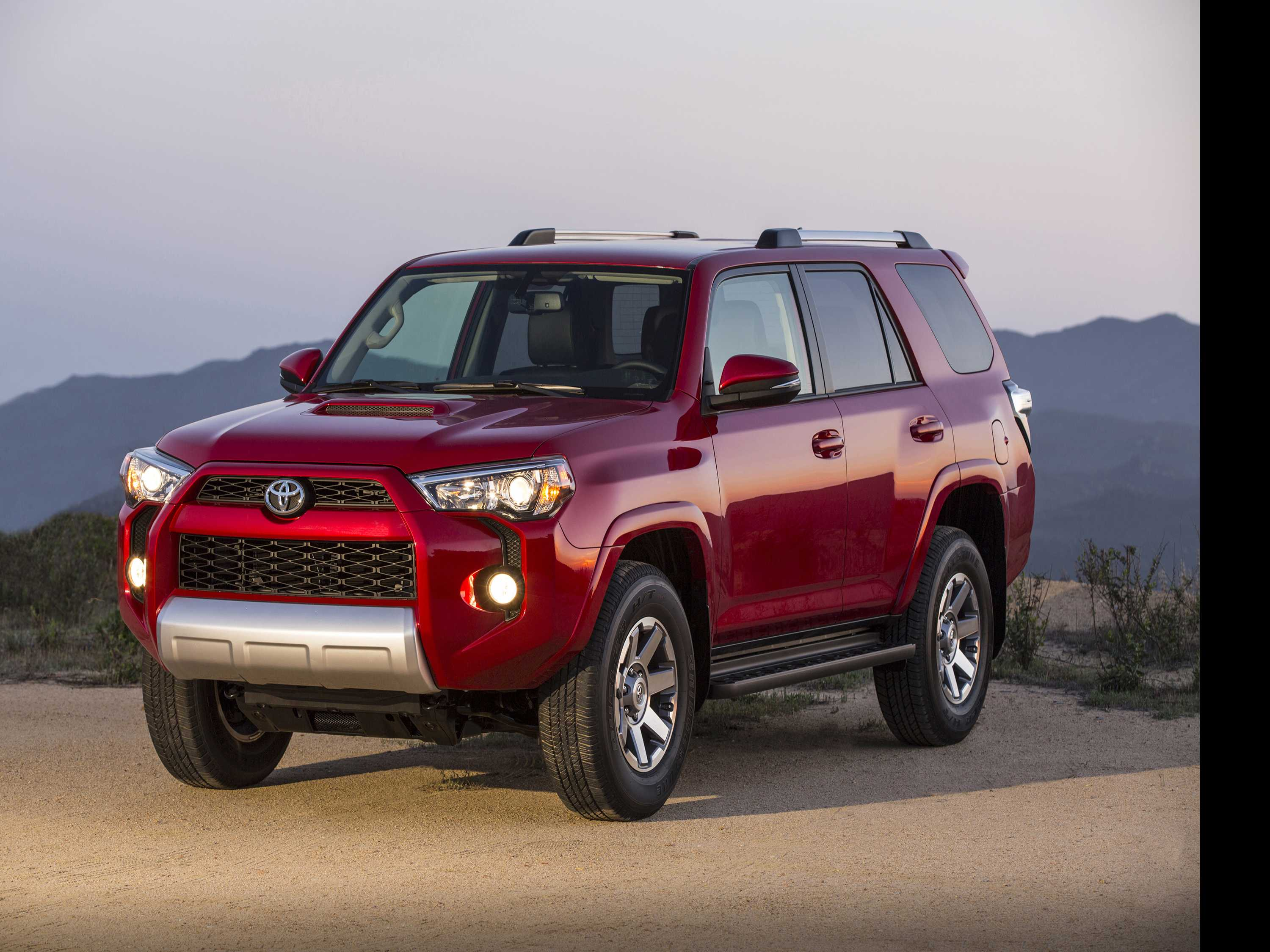 Edmunds Compares Toyota 4Runner and Subaru Forester