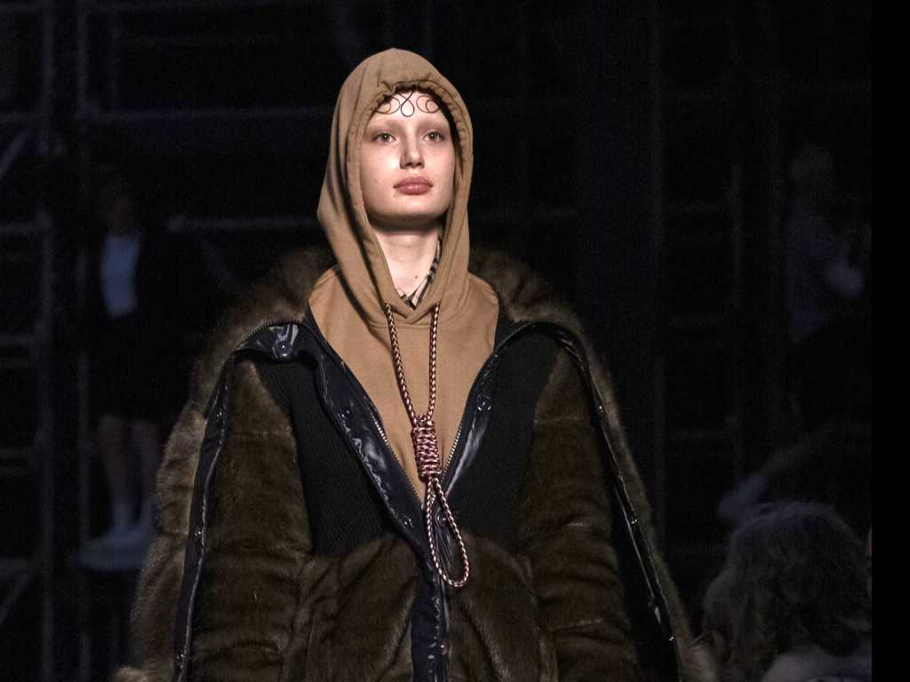 Burberry Apologies for Hoodie with Noose Knot