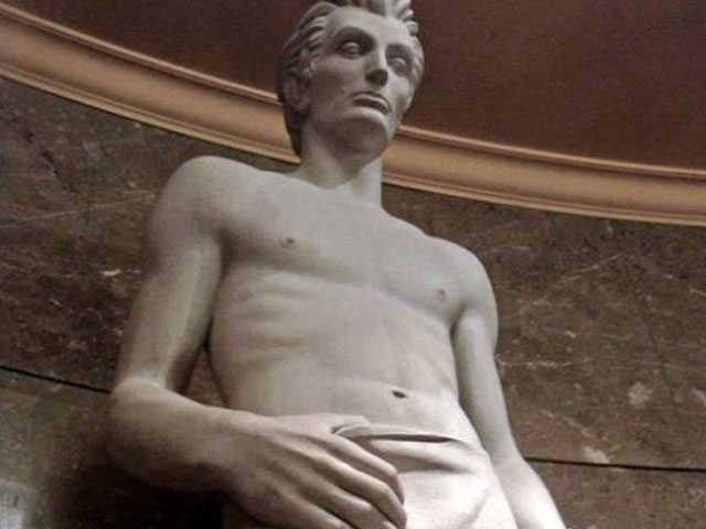 PopUps: Twitter is Thirsting After this Shirtless Statue of Abe Lincoln