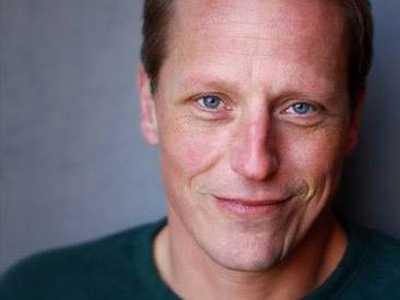 Man, Woman, Gender-Fluid :: David Anderson UnCorks His 'Sylvia' Roles