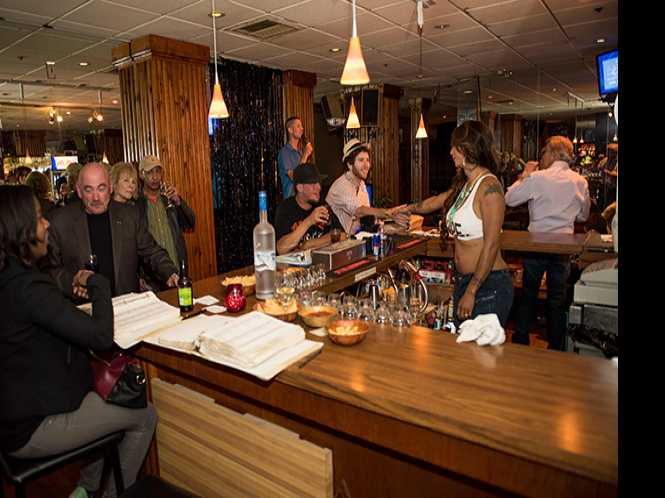 Divas bar to close March 30