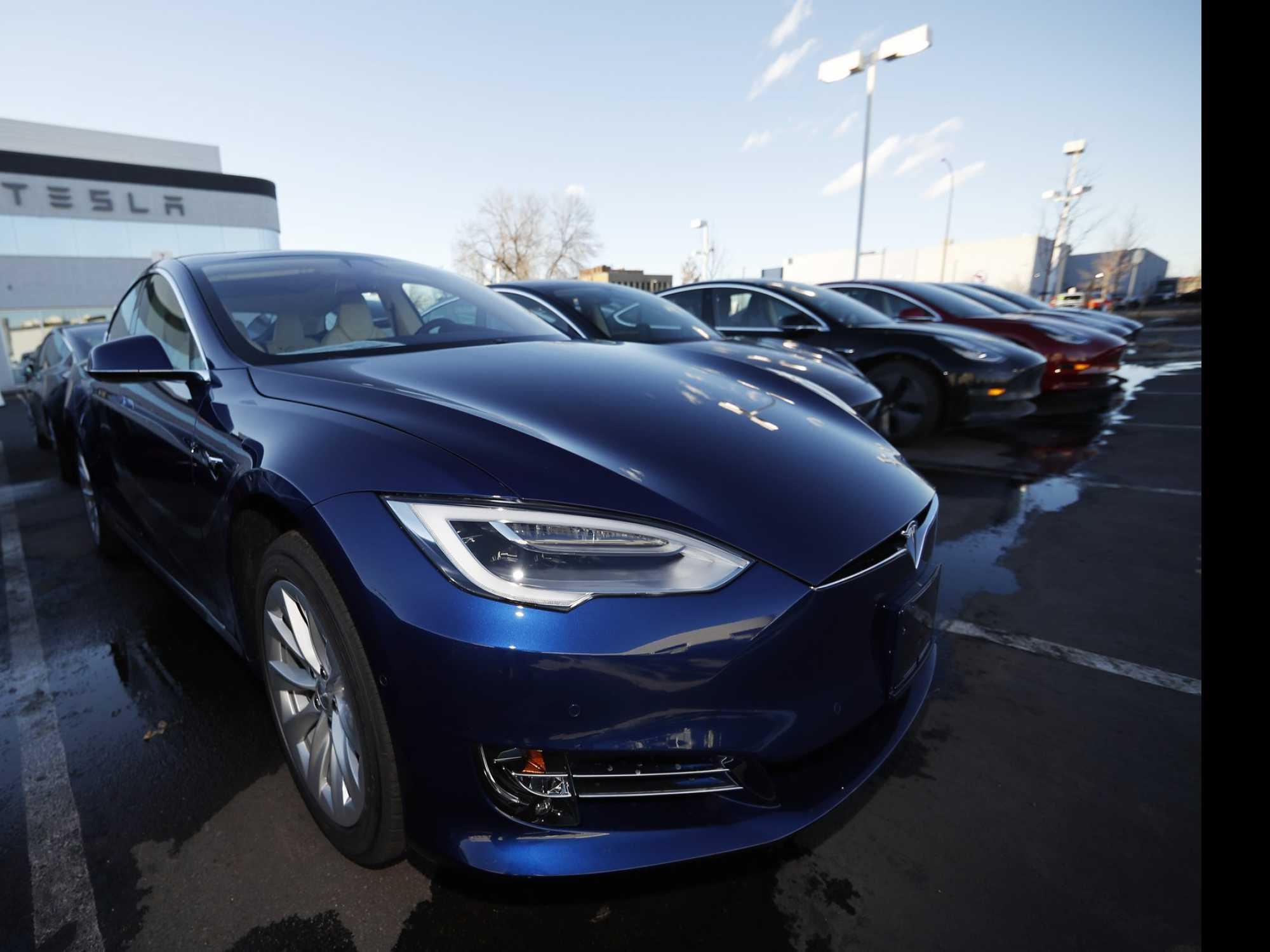 Tesla's Production, Deliveries Fall in the 1st Quarter