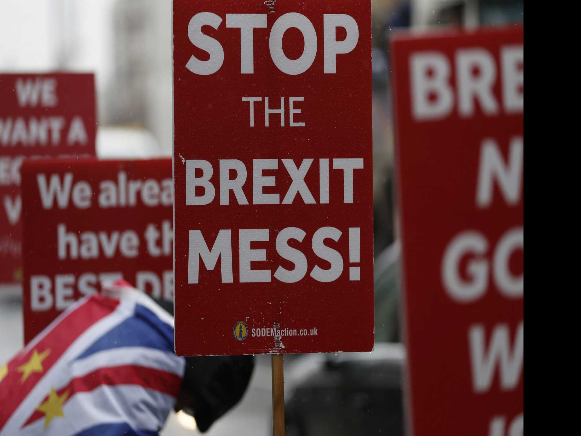 In Brexit Delay, UK Economy Remains Prisoner of Uncertainty