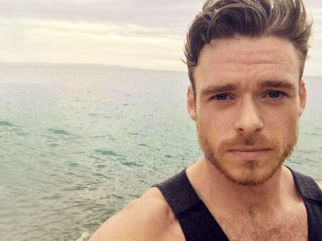 In New Interview, Actor Richard Madden Opens Up About Body Image