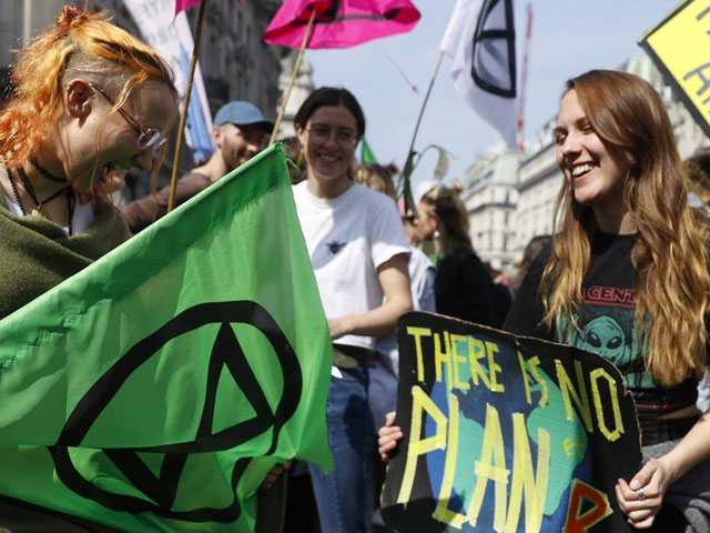 UK Police Arrest More Than 100 in Climate Change Protests