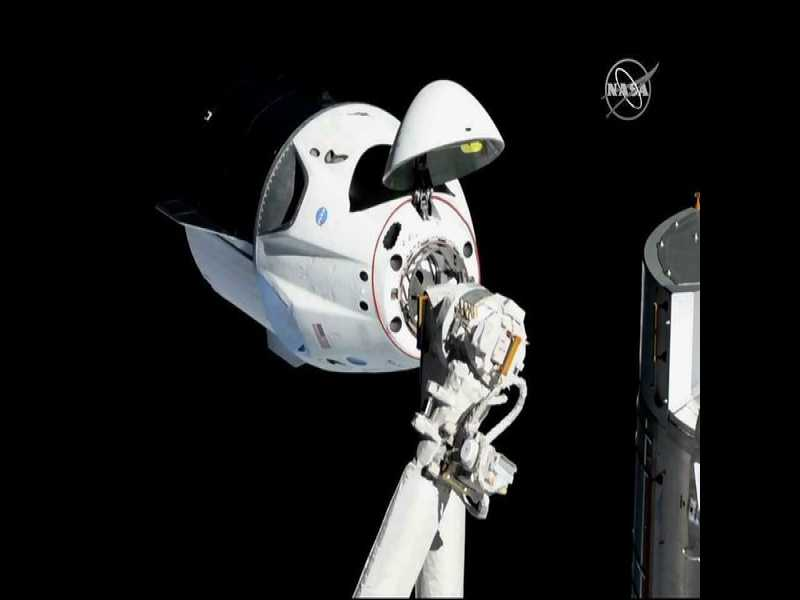 SpaceX Capsule Suffers 'Anomaly,' Smoke Seen for Miles