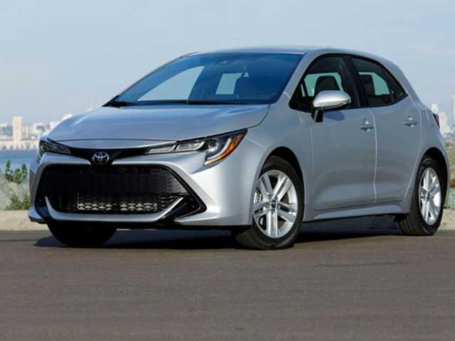 Edmunds Compares Mazda 3 and Toyota Corolla Hatchbacks