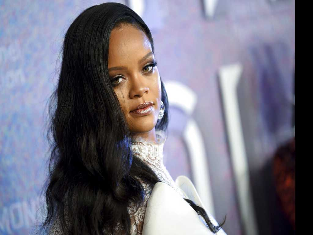 Rihanna to Launch New Fashion Label with LVMH