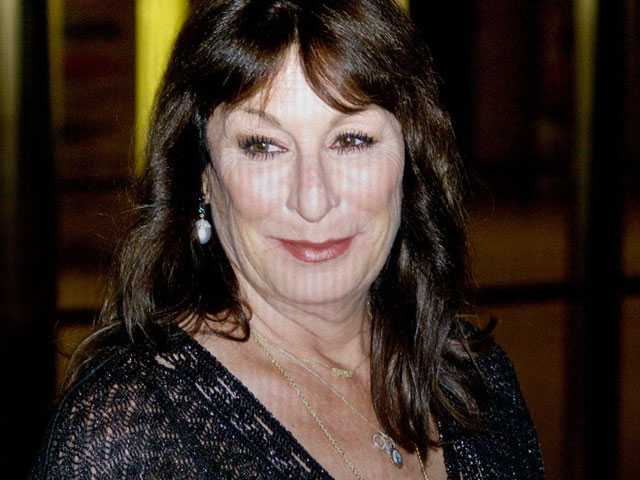 Anjelica Huston Not Sorry for Critical Comments on De Niro and Others