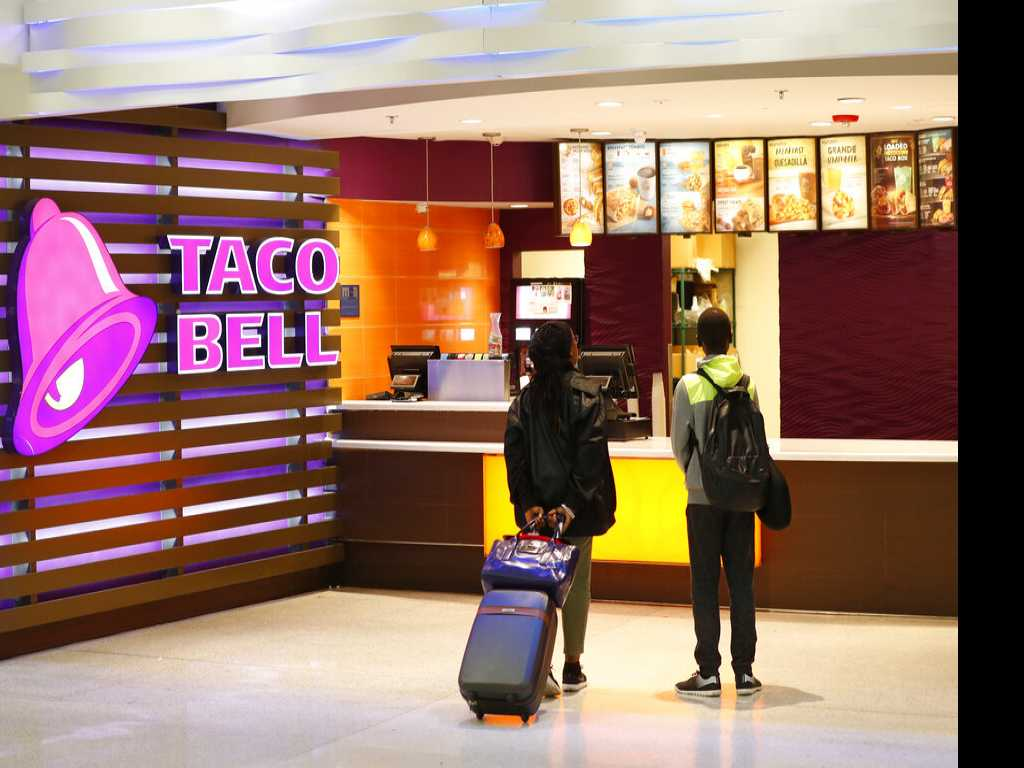 Taco Bell-Themed Hotel to Open for 3 Nights in Palm Springs
