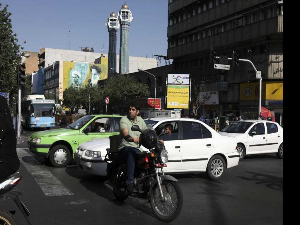 For Iranians, Economic Crisis Looms Larger than US Tensions