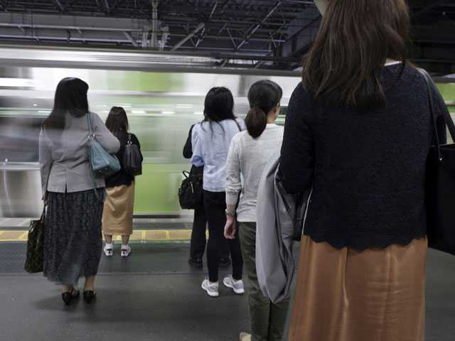 Mobile App to Warn Gropers, Get Help Proves Popular in Japan