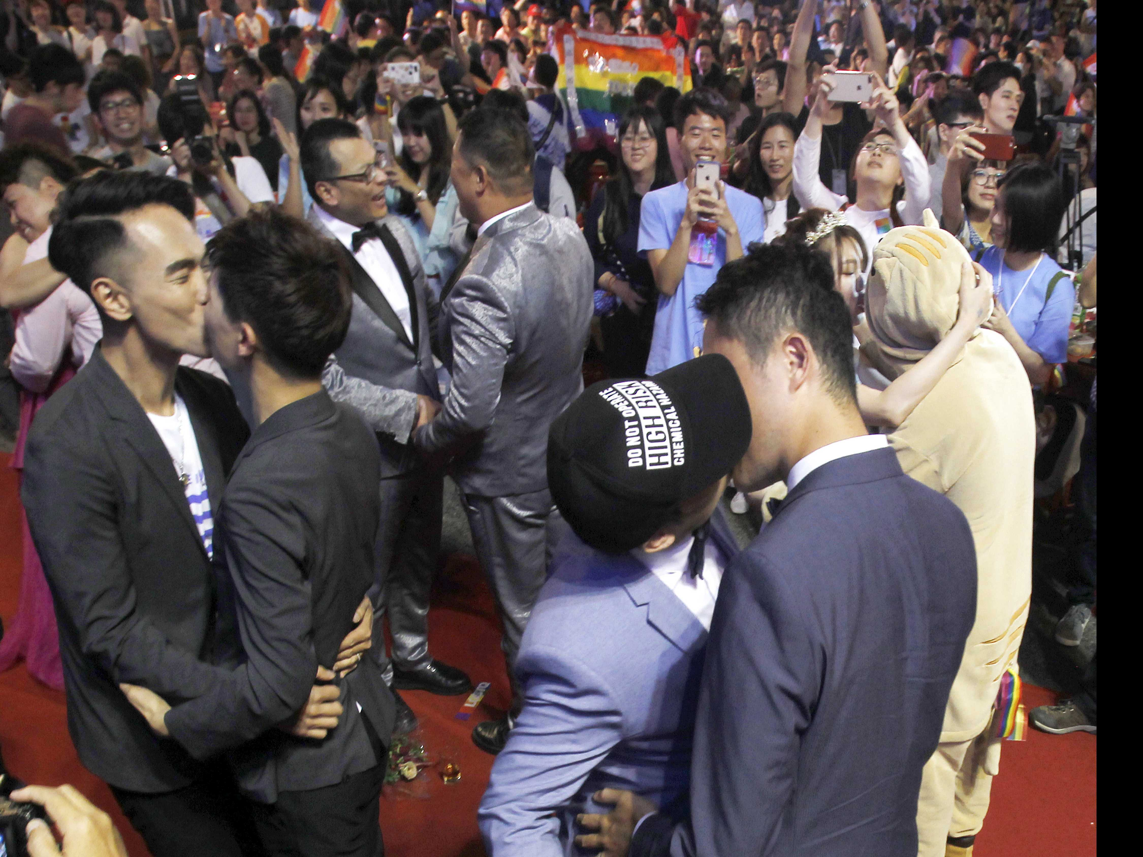 Taiwanese Same-Sex Couples Wed at Vibrant Banquet