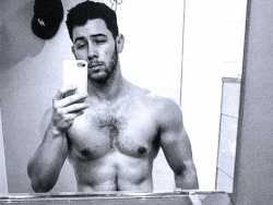 PopUps: The Internet Can't Stop Talking About Nick Jonas' 'Dad Bod'