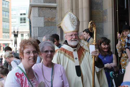 Cathedral of Holy Cross Celebrates Easter
